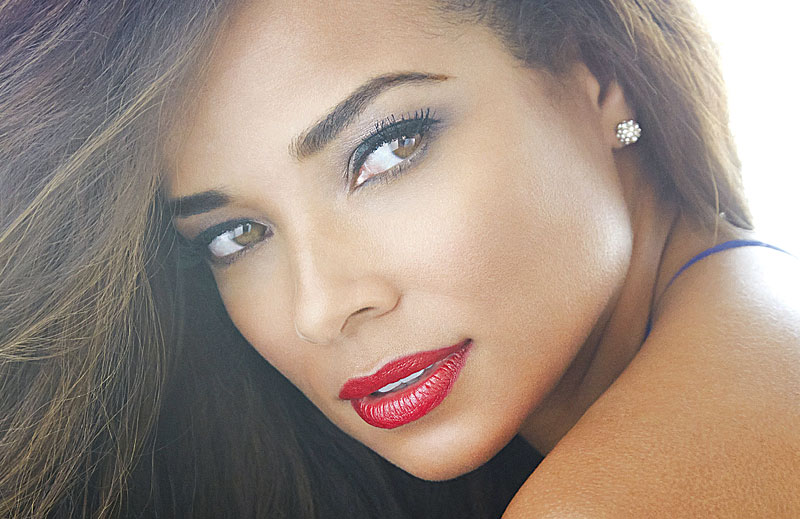 TV STAR, ROCHELLE AYTES DESTINED TO BECOME A HOUSEHOLD NAME - Upscale ...
