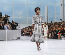 CHANEL'S SPRING 2016 READY-TO-WEAR COLLECTION