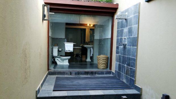 (Meghauli Serai outdoor shower, Image: Aniesia Williams)